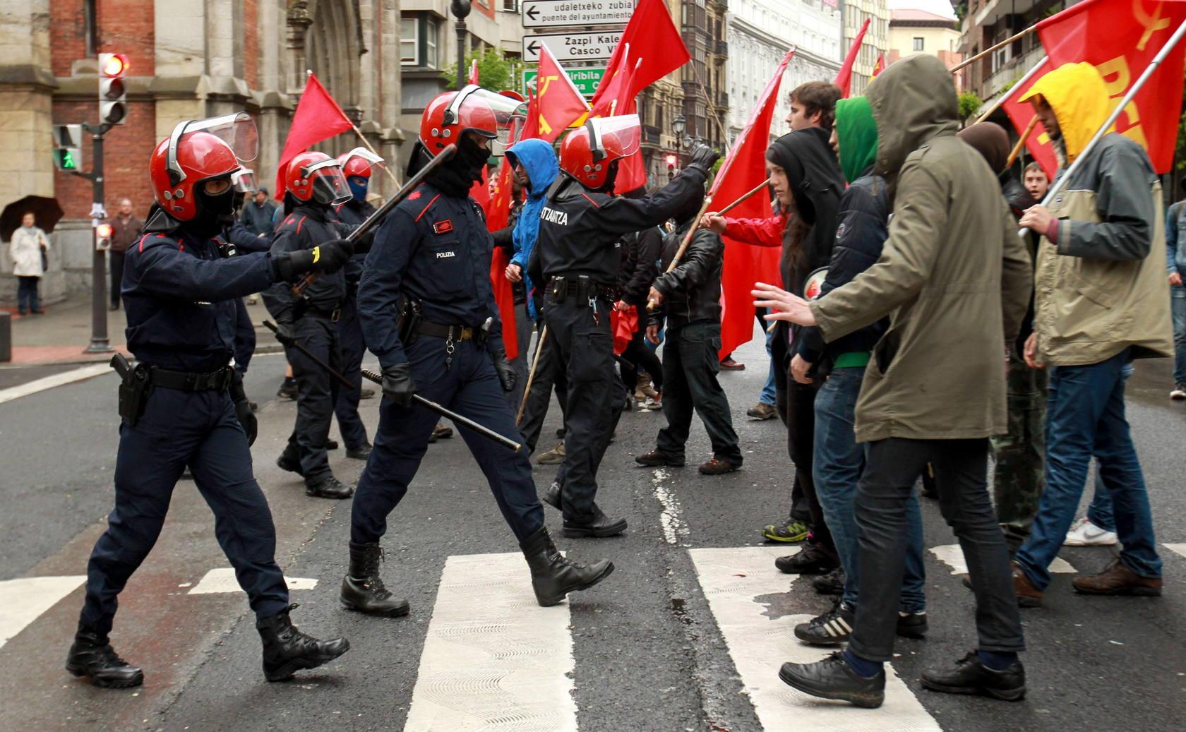 Octava huelga en Euskadi desde que empezó la crisis. Las fotos de Vitoria