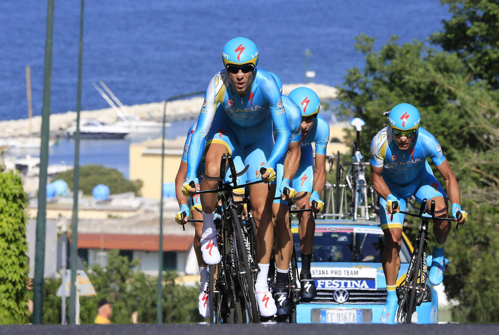 El Sky gana la contrarreloj por equipos del Giro, Puccio nuevo líder