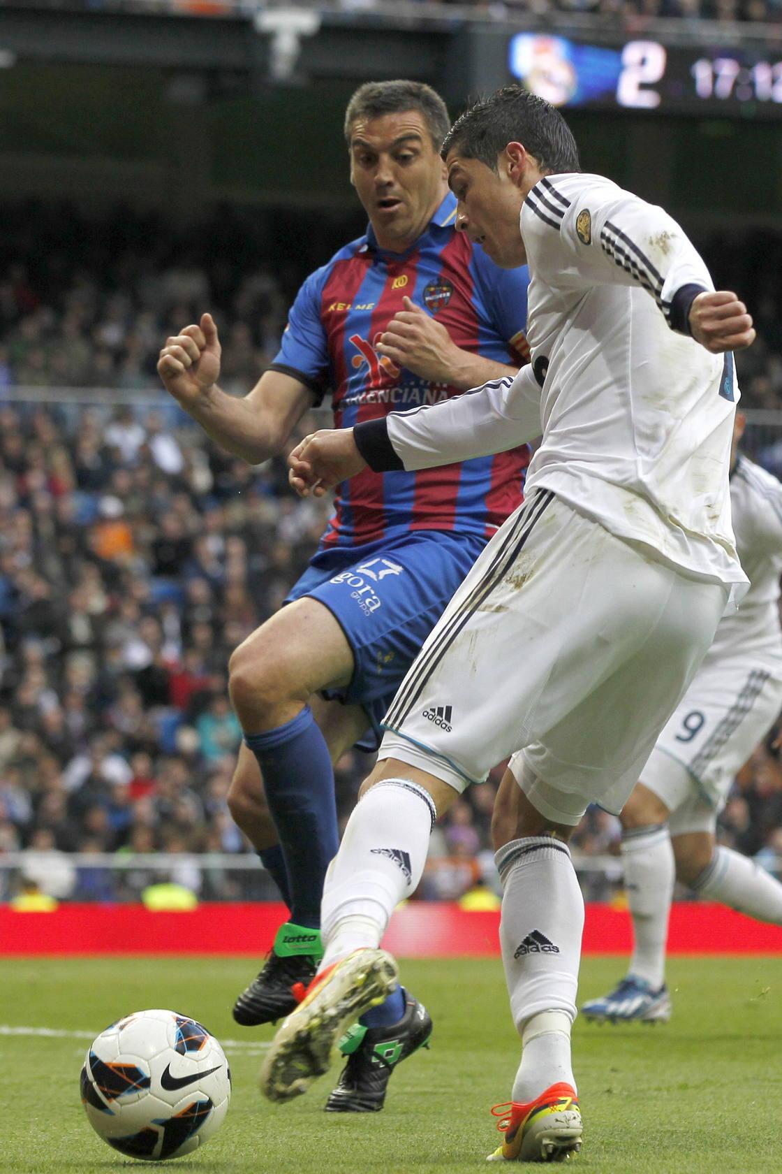 El Real Madrid golea al Levante
