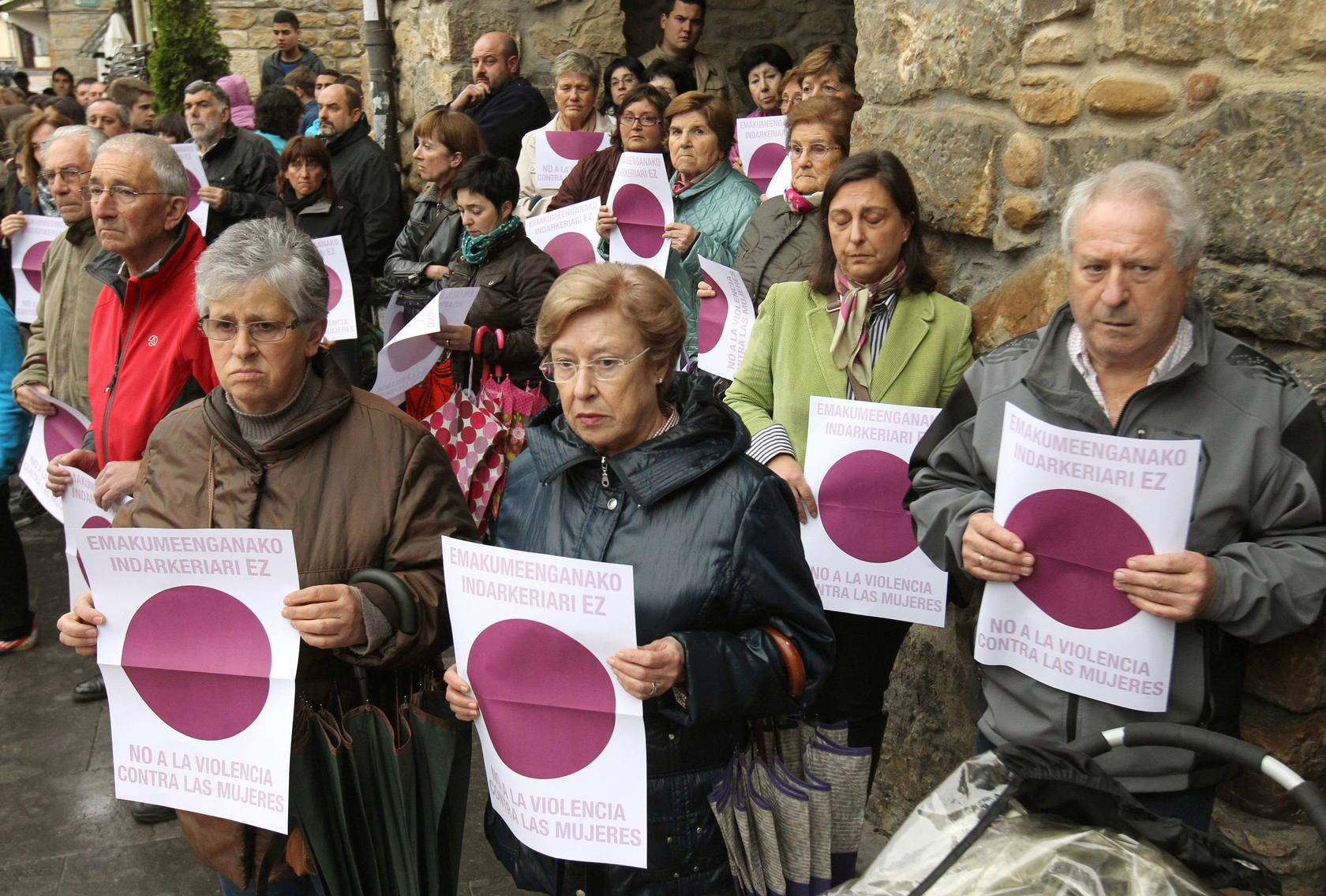 Concentraciones en Llodio y Orozko en repulsa por el asesinato de Amaia Elezkano en Llodio