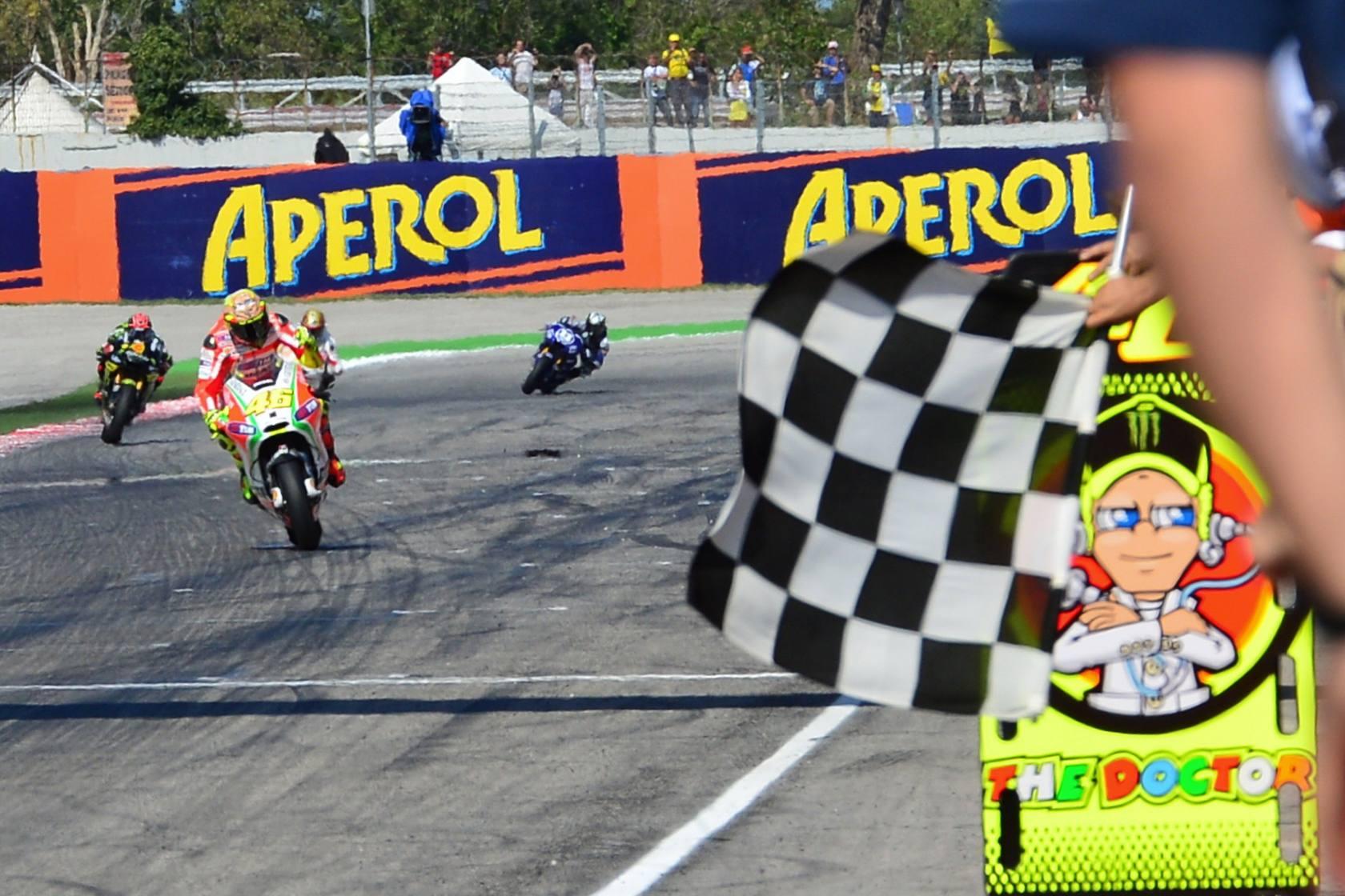 Lorenzo aprovecha la caída de Pedrosa y gana Gran Premio de San Marino