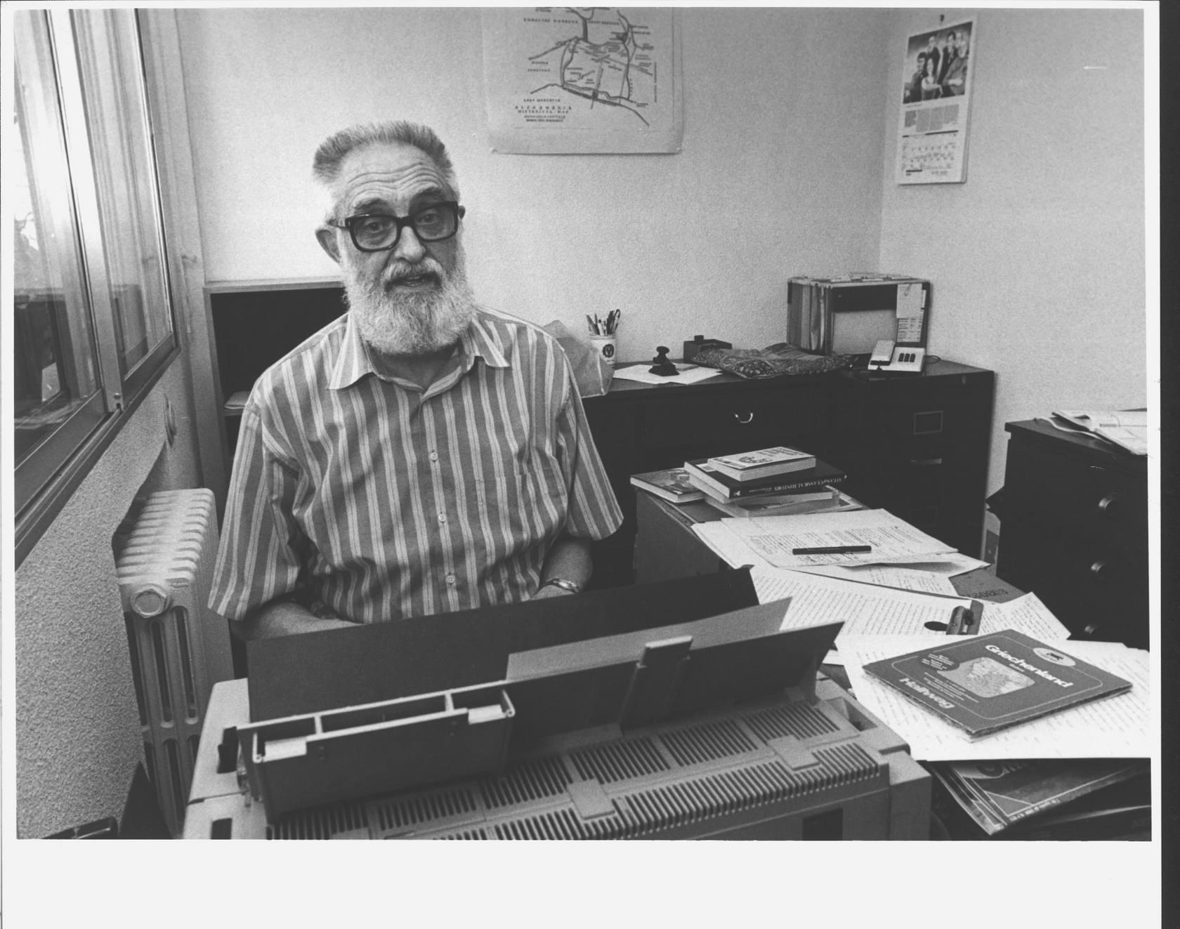 La vida de José Luis Sampedro, en imágenes